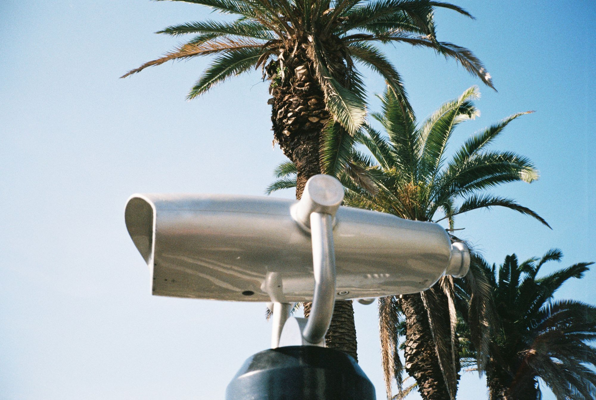 Wasting Film in Santa Monica With the Contax T2